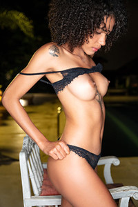 Model Abril in Curly And Hairy