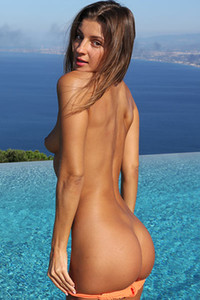 Model Maria in I D Like A Tail
