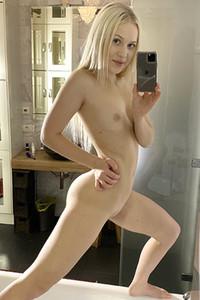 Model Nikki Hill in Nikki'S Selfies